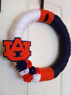 college yarn wreath