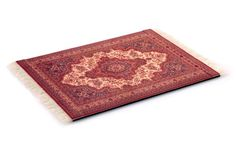 Una legítima alfombra Persa tejida, para usar como mouse pad, o para apoyar tus objetos más preciados. Medidas 27x19. $50 (pesos argentinos)