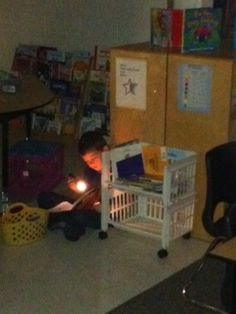 Growing First: Love this idea to make reading fresh for the kiddos. Turn off the lights and break out flashlights!!!!! The kiddos will love this
