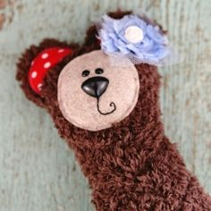 Check out this tutorial and free pattern and make a fun gift card holder for Christmas.