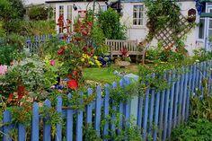 Periwinkle blue fence...love it.