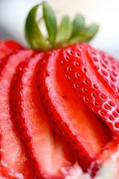 #food #strawberry #slice #detail