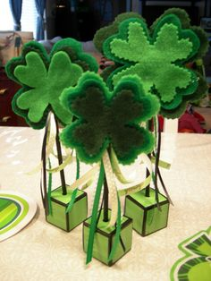 Felt Four-Leaf Clover Topiary - A great tabletop decorating for St. Patrick's Day brunch. table decorations, craft, felt, centerpiec, four leaf clover, st patricks day, st patti, topiari, stpatrick