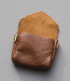Ok, this tutorial is for a leather bag for a doll, but why not make it for you (and without some of the details!)