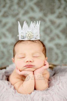 newborn photo - crown