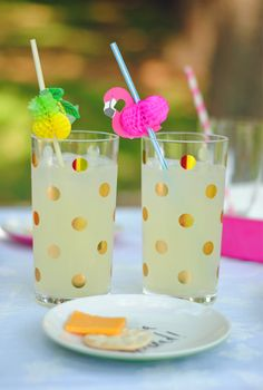 Gold polka dot cups… Swoon!