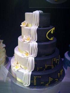 наполовину торт, наполовину супергерой
