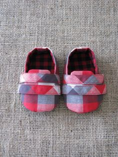 Sporty Baby Shoes - PDF Pattern - Newborn to 18 months.. $4.50, via Etsy.