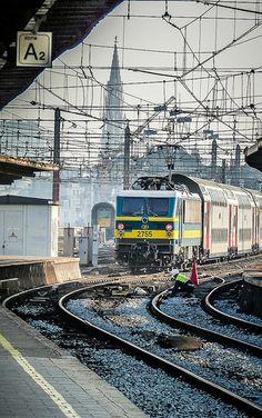 Tracks, Wires & Train