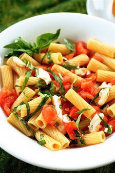 Pasta Caprese with Garlic, Cayenne Pepper, Balsamic, and Mozzarella #dinner #recipe #maincourse #recipes