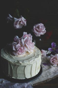 rose, almond cake, cake decoratingform, romant cake, sweet dreams