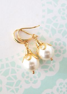 Simple Gold Pearl Earrings with Swarovski Pearl