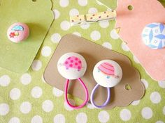 Button Ponytail Holders {Handmade Gift} - Make them in minutes.EverythingEtsy.com #backtoschool