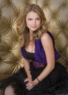 Emily Thorne played by Emily van camp