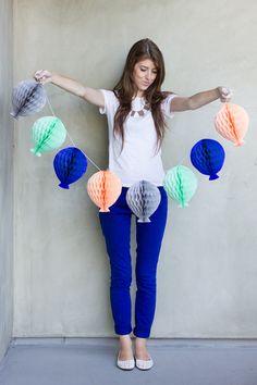 Honeycomb Balloon Garland DIY... perfect for a Hot Air Balloon Birthday party!