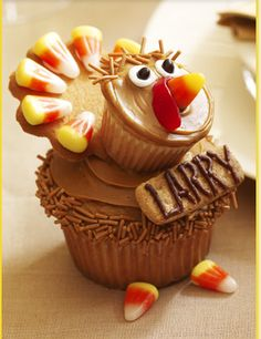 Larry the Turkey Cupcakes desserts, holiday, thanksgiving turkey, pumpkin cupcakes, place cards, names, turkey cupcak, thanksgiving cupcakes, places