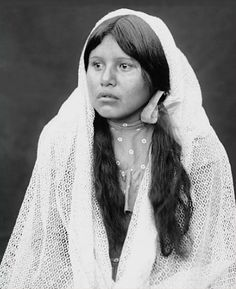 Warm Springs Apache woman. - National Anthropological Archives, Smithsonian Institution. Glass Negatives of Indians (collected by the Bureau of American Ethnology) 1850s-1930s.