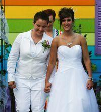 Article - Lesbian wedding held 50 feet from Westboro Baptist Church
