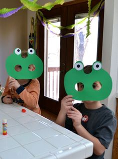 frog mask, frog party, frog parti