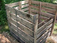 compost bin made from pallets.