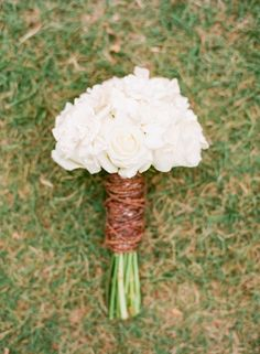 White bouquet: http://www.stylemepretty.com/2014/05/12/casual-southern-garden-wedding/ | Photography: Jodi Miller - http://www.jodimillerphotography.com/