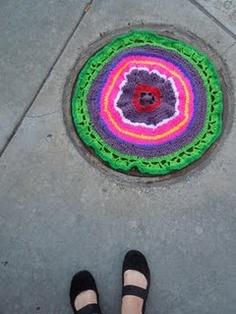 yarn bomb manhole cover. Lincoln, NE #yarnbomb #IYBD #crochet #craft