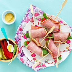 Pump up the protein and dial down the carbs! Our breadless Ham Sammie Roll-Ups come together in just 15 minutes for a speedy, satisfying #snack.