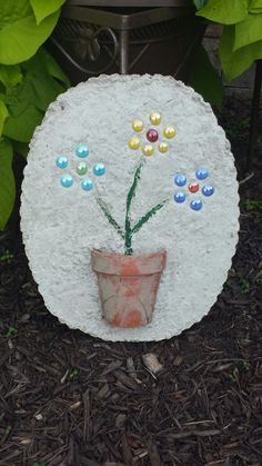 DIY Stepping Stone Project - http://divaofdiy.com/diy-stepping-stone-project/