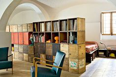 Chambre-orange-bois Storage Idea pt 3
