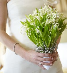 Beautiful and classic white bouquets! Do you love?