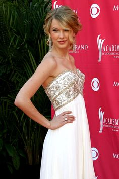 Taylor Swift Academy of Country Music Awards 2008 she always has the prettiest dresses great possible wedding dress!