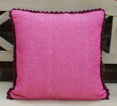 dutch sisters: crochet grannie cushion with a dark pink scalloped edge