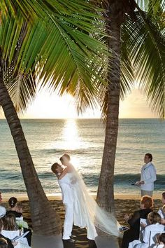 So jealous of Shania Twain's gorgeous beach-side wedding ceremony. See more photos here >> http://www.gactv.com/gac/ar_artists_a-z/article/0,3028,GAC_26071_6050919_51,00.html