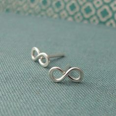 yes, i am obsessed with the infinity sign. (ear rings)