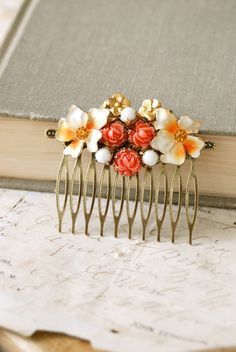 Summer blooms. shabby chic hair comb