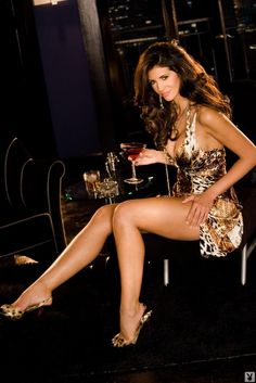 Great dress & outstanding legs!!