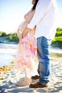 #Maternity #photo.  Beach couple.