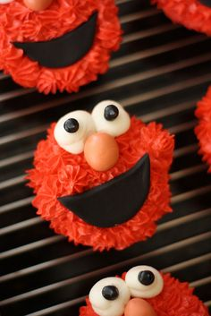 So cute! Elmo Cupcake by bakers-cakes, via Flickr