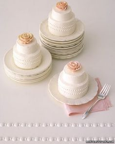 itty bitty iced cakes