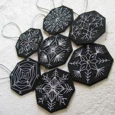 No Matter Where I go...I ALWAYS Meet Myself There!: Felt Snowflake Ornies - partie deux - spider webs