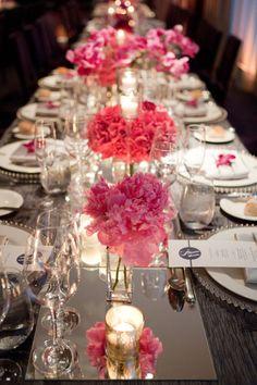 Espejos como caminos de mesa, se prestan para personalizarse con cualquier temática decorativa.