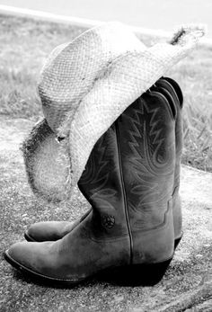 cowgirl boots, cowboy boots and hat, straw hats, country girls, cowboy boot pictures, country hats, cowboy hats, countri girl, cowgirl hats
