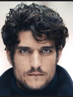 Il 34-anni, 183 cm alto Louis Garrel in 2018 photo