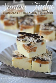 Samoa Fudge- filled with caramel, chocolate and coconut #JELLO #girlscouts @shugarysweets