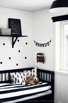 #NaturePaint is een 100% natuurlijke matte krijtverf, geeft geen schade aan mens of natuur en kun je gebruiken op muren en plafonds en accessoires. 100% #veilig voor #kinderkamer en #babykamer! #inspiratie #inspiration #DIY #babyroom #babygirl #babyboy #D.I.Y. #interior #nurserie #baby #inspiration #verf #paint #krijtverf #poederverf #kalkverf #kidsroom - www.naturepaint.nl