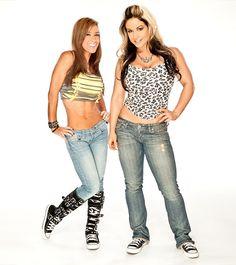 WWE Divas AJ Lee and Kaitlyn