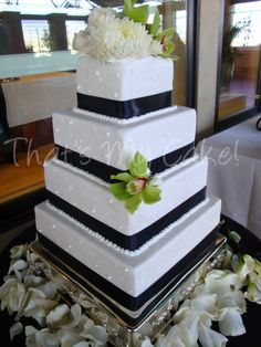 Black and White Classic Cake - http://www.thatsmycake.net/gallery#