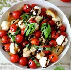 Caprese Chicken Panzanella Salad #WeekdaySupper #ChooseDreams - A light, refreshing caprese style salad with chicken, tomatoes french bread, basil and mozzarella cheese. Perfect for a main dish or served as a side dish.