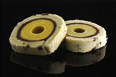 """""""Japanese sweets in the pastry Koike paving [Hazy moon] The taste of two different Baumkuchen I wound in Kokura sponge cake and painted yokan pumpkin and green tea Goes to coffee tea, etc. This is a new Japanese sweet unprecedented """""""