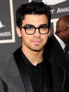 celebr eyewear, eyeglass frame, glasses, red carpet, joe jonas, black squar, blog, celebr glass, jonas brothers